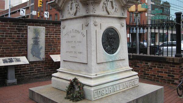 Памятник писателю Эдгару Аллану По в Балтиморе