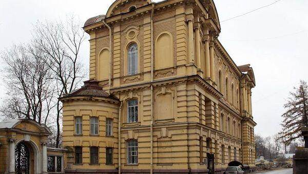 Здание библиотеки Александро-Невской лавры