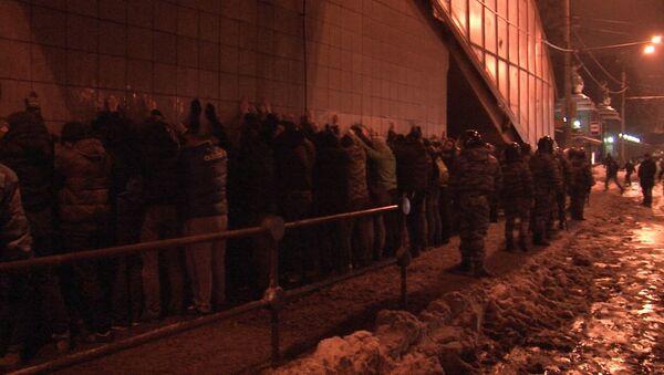 Стоп-кадр видеоролика о задержании болельщиков в Москве