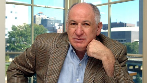 Глава департамента фармакологии Медицинской школы Йельского университета (США) Джозеф Шлессинджер