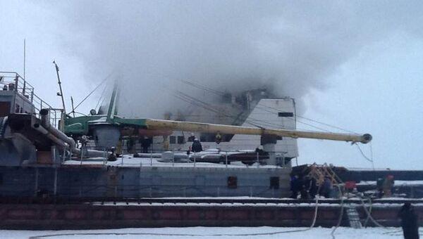 Пожар на судне Невский-32 в Ленобласти