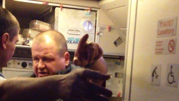 Пассажир рейса Москва-Хургда, устроивший дебош на борту самолета