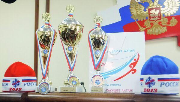 Призы участникам массовой лыжной гонки Лыжня России. Архивное фото