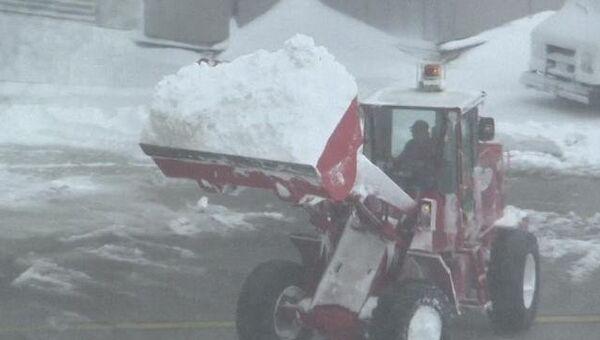 Последствия обрушившегося на северо-восток США снежного шторма Немо