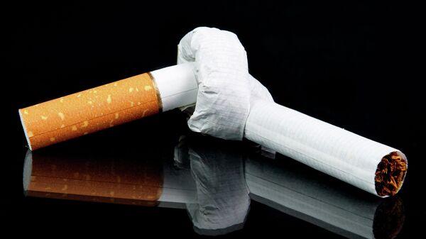 Сломанная сигарета. Архивное фото