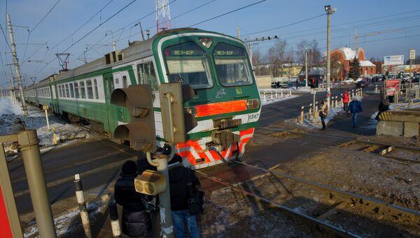 Железнодорожный пешеходный переход. Архивное фото