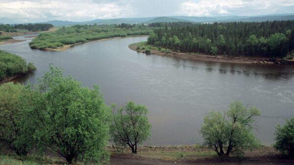 Река рядом с местом ее пересечения с Транссибирской магистралью. Архивное фото