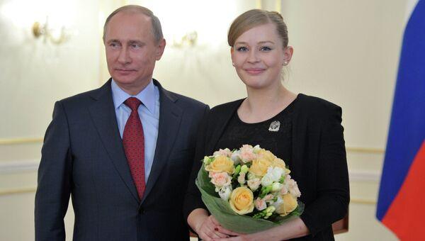 Президент России Владимир Путин и актриса Юлия Пересильд