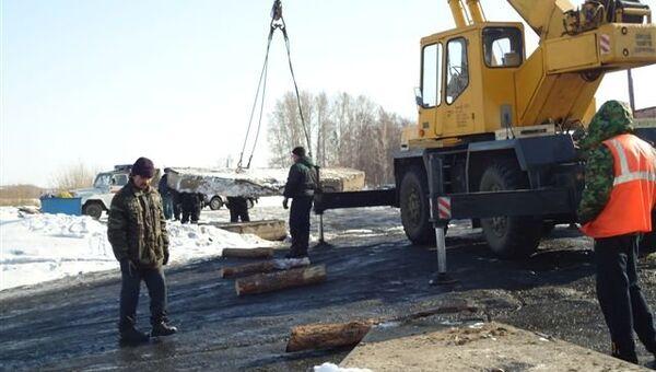 Крупнейшая ледовая переправа в Кузбассе закрыта из-за паводка