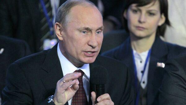 Владимир Путин отвечает на вопросы собравшихся на конференции Общероссийского народного фронта.