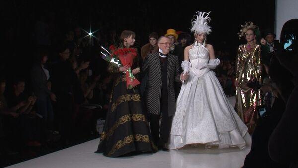 Пальто и платья в стиле ретро: показ Зайцева открыл Неделю моды в Москве
