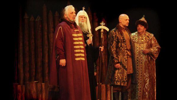 Сцена из спектакля Царь Федор Иоаннович в Театре Российской Армии