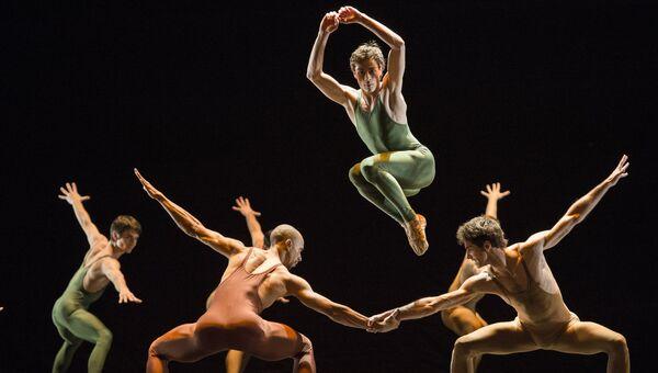 Прогон балета Весна священная в хореографии Мориса Бежара
