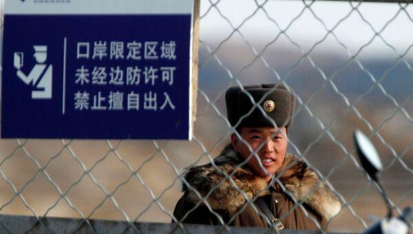 Военнослужащий на границе Китая и КНДР