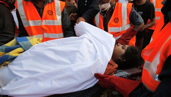 Женщина спасена спустя 36 часов после обрушения здания в Индии