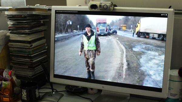 Видео о вымогательстве денег при въезде в Чебоксары с водителя большегрузной фуры