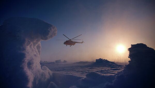 Один из вертолетов, доставивших участников экспедиции Карелия – Северный Полюс – Гренландия с дрейфующей ледовой базы Барнео на Северный полюс