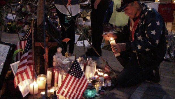 Цветы в память погибшим при теракте в Бостоне. Архив