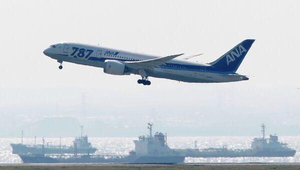 Первый тестовый полет авиалайнера Boeing-787 Dreamliner в Токио. Архивное фото