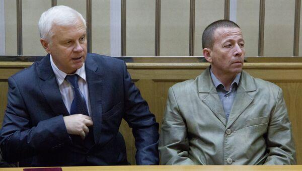 Капитан первого ранга Дмитрий Лаврентьев и его адвокат Сершей Бондарь