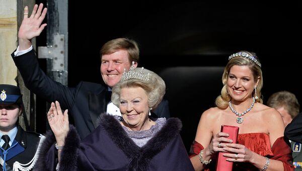 Королева Нидерландов Беатрикс, наследный принц Виллем-Александр и его жена кронпринцесса Максима