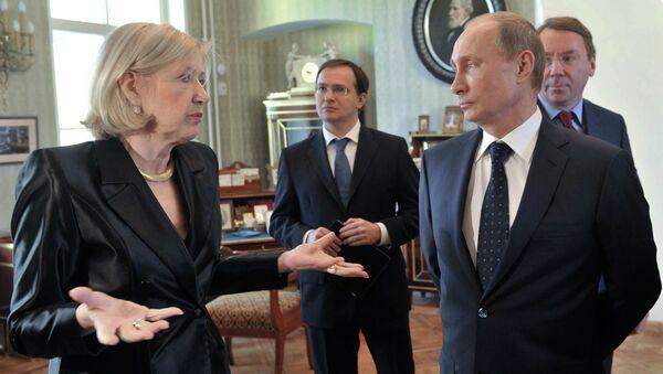 В.Путин посетил Дом ветеранов сцены им.М.Г.Савиной