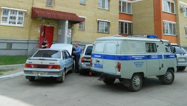 У подъезда дома в Орле, где был убит Андрей Уваров