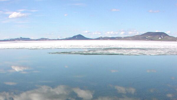 Российское озеро Эльгыгытгын, возникшее на Чукотке 3,6 миллиона лет назад после падения метеорита