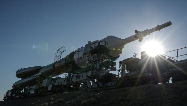 Ракету Союз-ФГ установили на стартовой площадке Байконура
