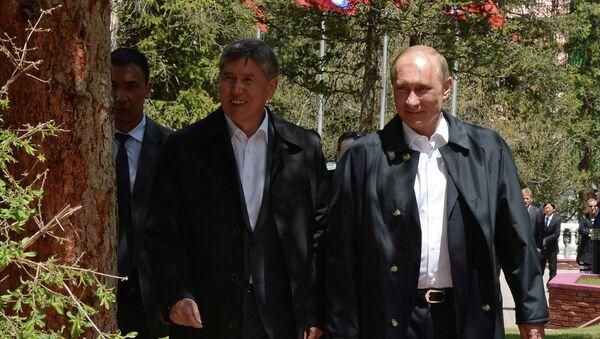 Президент России Владимир Путин и глава Киргизии Алмазбек Атамбаев