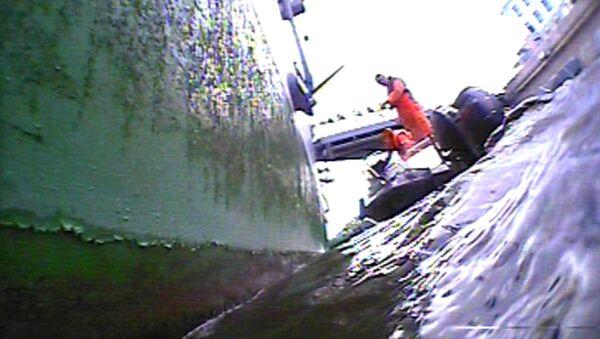 Водолазы обследовали корпус крейсера Аврора перед ремонтом