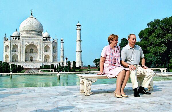 <br><br>На фото: 5 октября 2000 года. Президент РФ Владимир Путин и его супруга Людмила в городе Агра во время визита в Индию