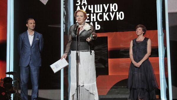 Актриса Юлия Ауг на церемонии закрытия XXIV открытого Российского кинофестиваля Кинотавр в Сочи