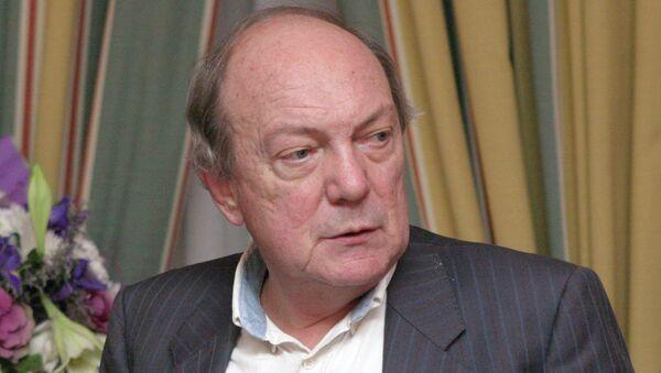 Писатель Анатолий Гладилин. Архивное фото