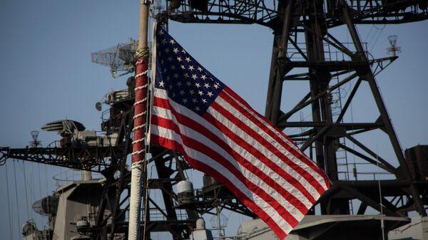 Американский флаг на военном судне
