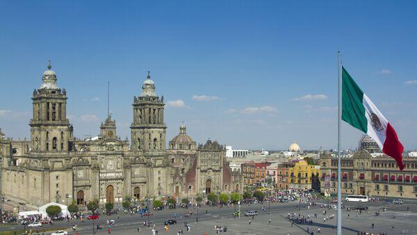 Площадь Конститущии в Мехико