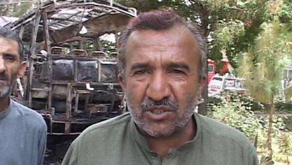 Очевидец рассказал, как спасал девушек из взорванного автобуса в Пакистане