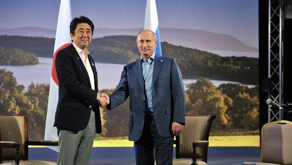 Владимир Путин и Синдзо Абэ. Архивное фото