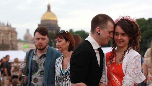 Выпускники на празднике Алые паруса в Санкт-Петербурге