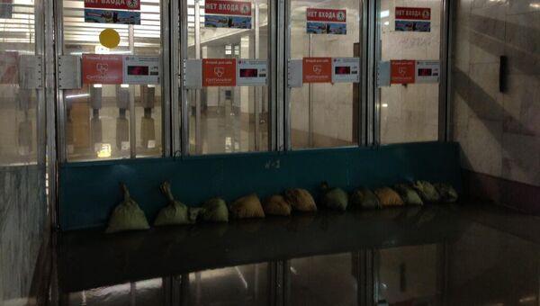 Последствия ливня в метро Ясенево