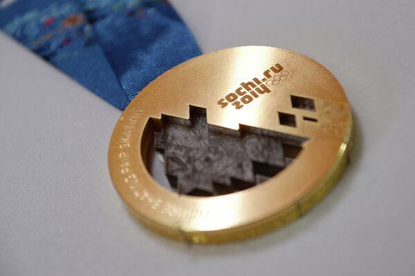 Готовая золотая медаль сочинских XXII Олимпийских зимних игр 2014 года