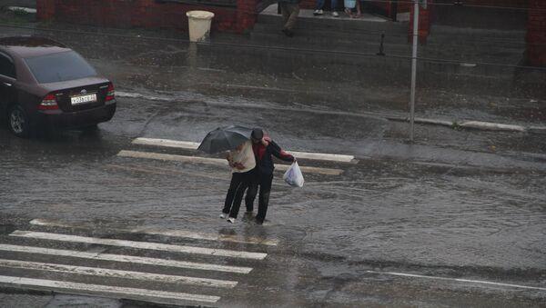 Проливной дождь и град в Барнауле