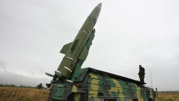 Пуск тактической ракеты Точка на военном полигоне в Калининградской области