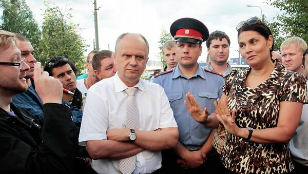 Глава УФМС по Петербургу и области Елена Дунаева на сходе на Хасанской улице