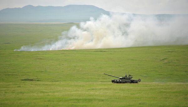 Танк во время заключительной фазы крупномасштабных учений войск сил Центрального и Восточного военных округов