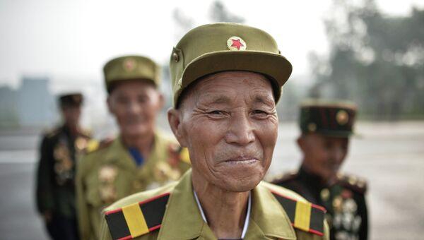 Ветераны Корейской войны в Пхеньяне на торжественном открытии мемориального кладбища