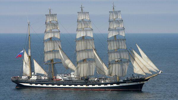 Учебное парусное судно Крузенштерн. Архивное фото