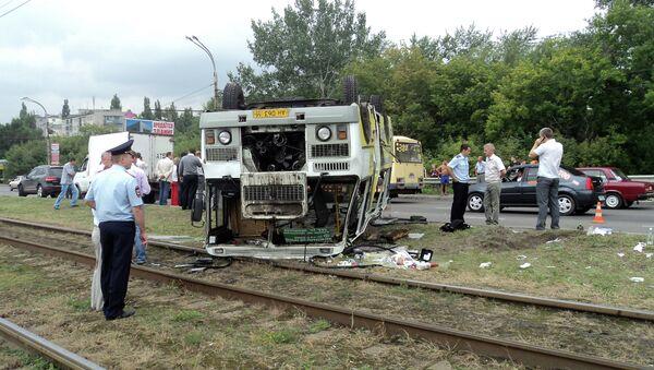 Рейсовый автобус перевернулся в Курске