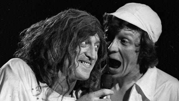 Актеры Виктор Авилов и Алексей Ванин в спектакле Театр Аллы Пугачевой