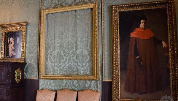 Пустая рама вместо украденной картины в музее Изабеллы Стюарт Гарднер, Бостон